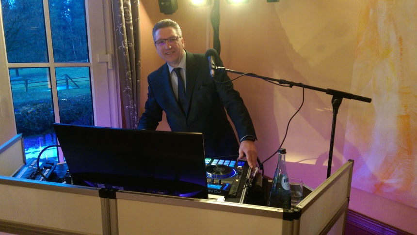 DJ Bernd Musikalische Unterhaltung & Moderation
